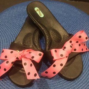 Oka Bee Sandals Pink Polka Dot Bow Medium